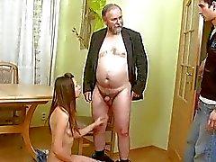 gal nova aprecia rod duro velho que entra a sua vulva