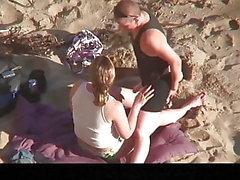 Estrangeiro - Hidden Cam Couple, två lesbiska sex på stranden