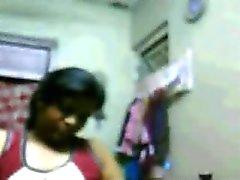 Muscular Hyderabadi Girl Riya henne som visar Tits på webbkamera