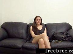 Inocente Girl Obtém um Creampie no Backroom Casting Couch