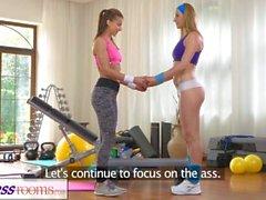 spor salonunda seks FitnessRooms Sıcak babes