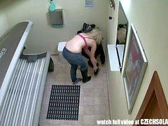 Câmera escondida em Tanning Pública Bed
