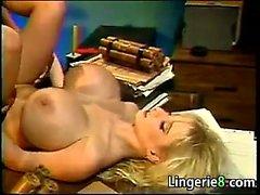 Грудастая блондинку Проститутка выебанная в комании УПРАВЛЕНИЕ