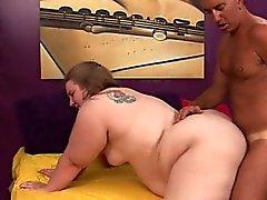 garota gorda Jessie joga fora sua fantasia com um garanhão pendurado na cama