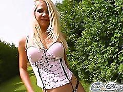 Jane eine 24 Jahre alt blondes Baby das nichts weitere eroticthan Absaugen von eine paar Jungs eine nach der anderen vorstellen können. Es zu glauben ist oder nicht shegets dran tun , dass Sie sollten sehen, wie sie rieb ihre Muschi, während she'sblowing diese Jungs aus dieser Aktoren