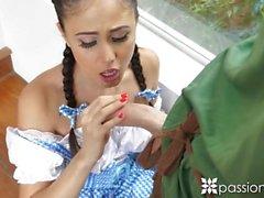 PASSION-HD Halloween Fick mit Dorothy von Zauberer von OZ Ariana Marie