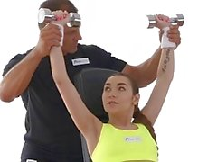FitnessRooms Teen babe terli egzersizinden sonra becerdin