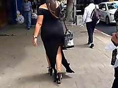 Tjock PAWG VPL promenader gata på Genomskinligt Black klänning