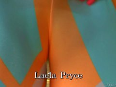 Here's a hot cameltoe video for you to enjoy. Juicy