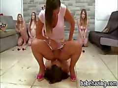 Córnea muchachas lesbianas desnuda lamiendo el coño y cara estar