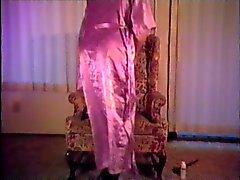 De satin Robe de cérémonie et glissements fumeurs et les caresse de 3