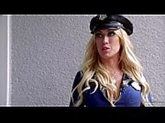 Capri Cavanni Agent de police At Duty