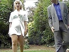 Franse verpleegster Fucking In The Backyard door TROC