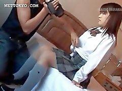 Aziatische tiener ondergoed en tieten gevangen in close-ups
