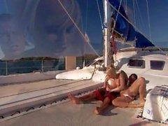 Diana oro ha una di Snapper Accuratamente Rasate Quella farsi scopare in un grande yacht