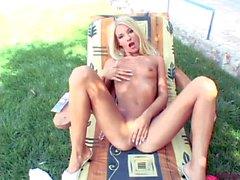 Heather Vandeven fingers her hole in the backgarden