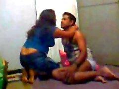 Femme indienne pois desi Cadrage somme avec mon mari et la son