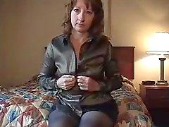 Femme seule dans la salle d'hôtel Ne
