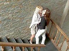 Kirli konuşmak Lezbiyen teen HOT Woman Seduces - Cireman
