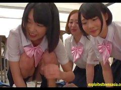 Jav adolescente Mizunami cogido en el fondo de la sala de clase por el maestro de todas las demás chicas del reloj