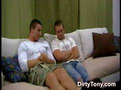 danny naglar robert..Danny ( aka Kevin Falk ) knullar Robert ( känd som AJ Irons )