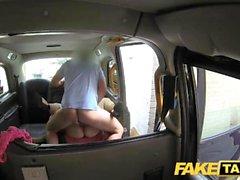 Fake Taxi Tremper une creampie humide pour une brune chaude au premier rendez-vous en taxi