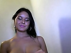 Hunk gets his thick knob sucked tenaciously by young beauty