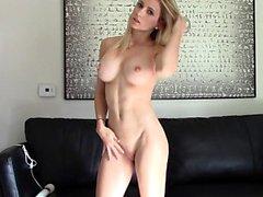 Masturbate viet tjej stora bröst och håriga