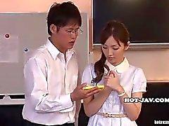 Meninas japonesas masturbado com a menina massagem Beautifull no kitchen.avi