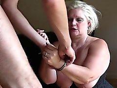 SQUIRTING reifen Prostituierte gefesselt und gefickt