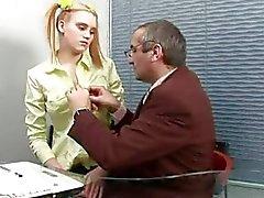 Playgirl ehtii hänen kaunis halkio raiskataan opettaja