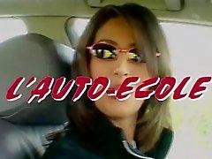 Yasmina : clases de conducción .