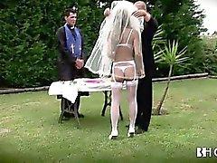 Grosse Busen portugiesische Braut wird hart gefickt