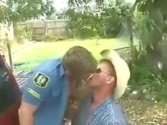 El vaquero folla el poli