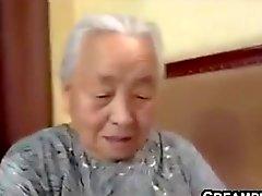 La abuelita japonesa siendo follada