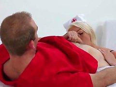 Nurse Aubrey se fait baiser