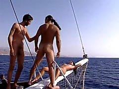 Delle Deux a Potes sè tapent deux putes sur un del bateau