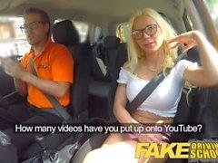 Fake Driving School Sexy rubia tetona creampied en la primera lección