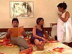 Saali Bani Gharwali Relação quente e sensual de Saali com a irmã da esposa