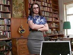 Bibliothécaire stud se salit avec livre-travail gal.