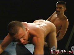 Черный веселых секси мужчины с мышцами Tumblr собственный Ub становится клуб Inferno в