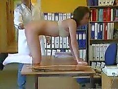 Chemie student krijgt een pak slaag .