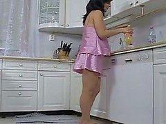 Whore embarazada jodida en la cocina