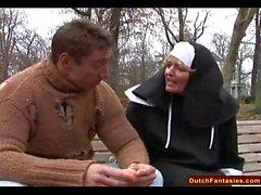 Néerlandais Nun Fucks Man sans-abri