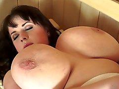 Красивая толстушка Likes Sauna Секс