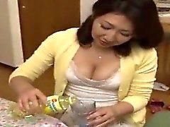 Mamá japonesa Ryoko disfruta amigo de hijo de 1 (MrBonham)