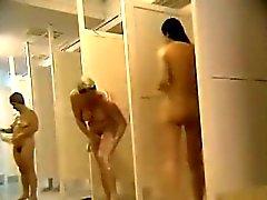 mulheres nuas grupo capturados na casa de banho pública
