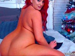 Lustful Round Ass Redhead si masturba per il tuo divertimento