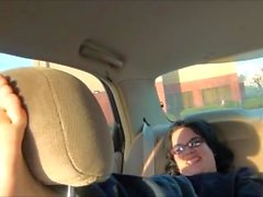 Abby normal Tickled Soles en voiture