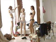 Girls à des vestiaires 1,838